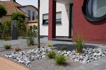 vorgarten mit steinen – rekem, Garten und Bauen